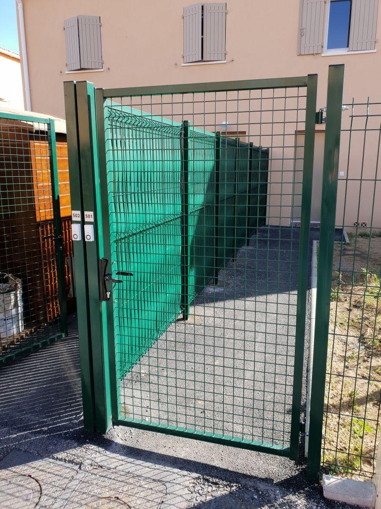 Le grillage rigide est-il suffisamment résistant pour mon projet de clôture ?